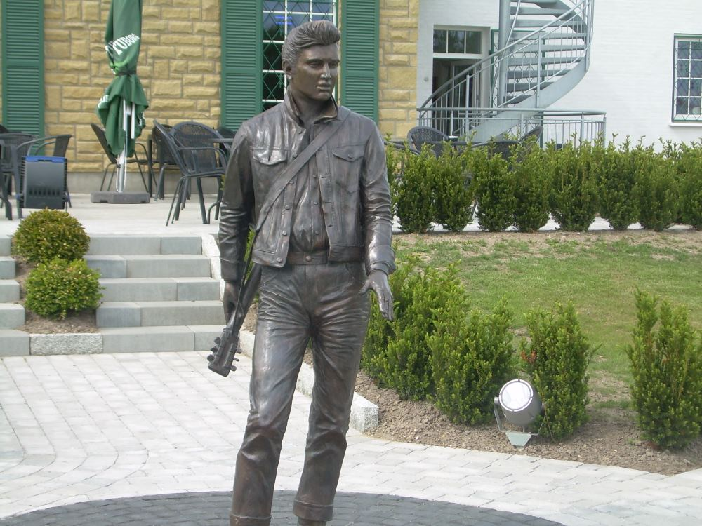 Stature of Elvis Presley at Graceland Randers.