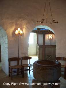 Round Church, Inside